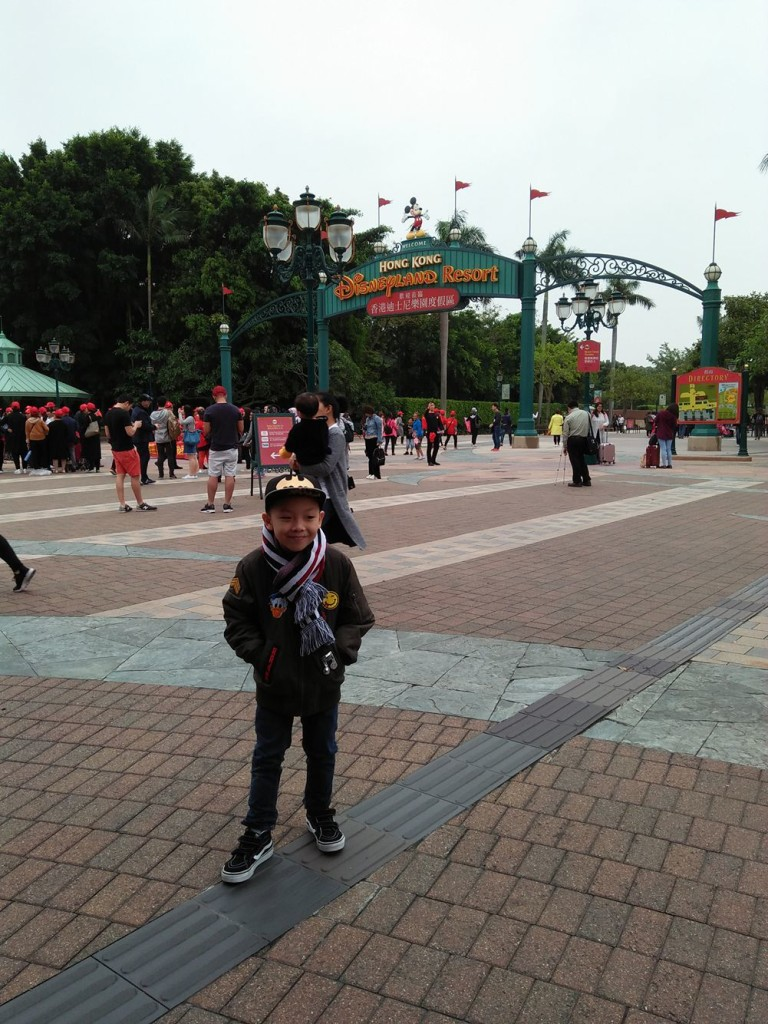 Ahya Saffron posing near the arc, then telling him we will not go yet. =$